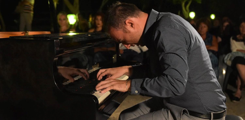 Christian Salerno Suona Il Pianoforte