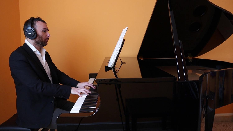 Brani-per-pianoforte-con-spartito
