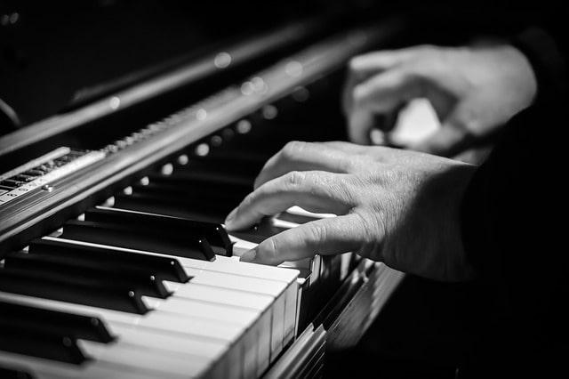 Imparare A Suonare Il Pianoforte: Ecco I Passaggi Da Compiere